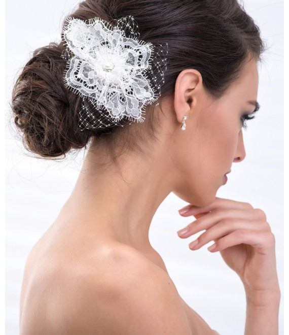 Mooie Fascinator met netje en parel BBC114 - The Beautiful Bride Shop